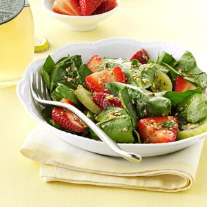 Kiwi-Strawberry Spinach Salad
