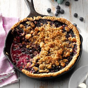 Maine Blueberry Pie with Crumb Topping