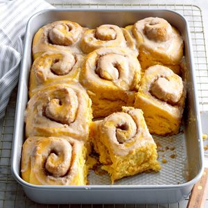 Pretty Pumpkin Cinnamon Buns