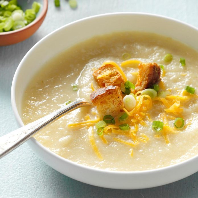 Slow-Cooker Creamy Cauliflower Soup
