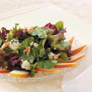 Greens with Pears and Blue Cheese