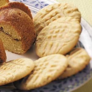 Crisp and Chewy Peanut Butter Cookies