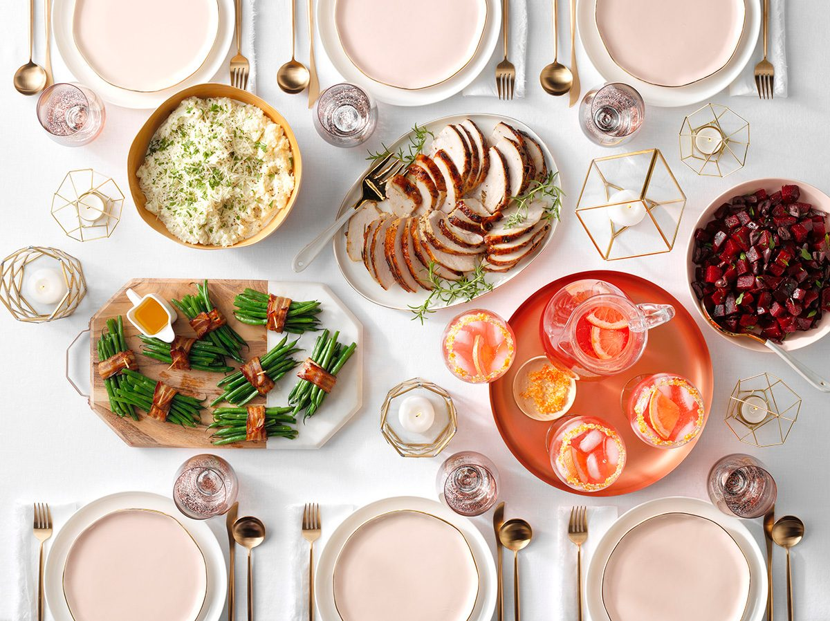 Image of a chic and simple Thanksgiving dinner table.