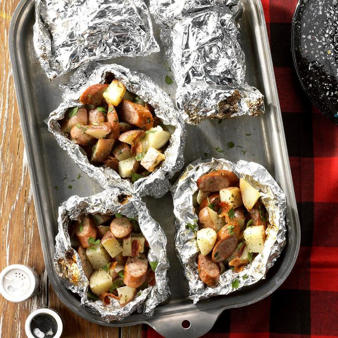Grilled Foil-Packet Potatoes and Sausage