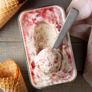 Rhubarb Crumble Ice Cream