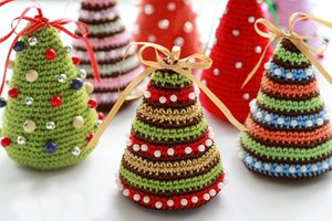 Use This Simple Pattern to Crochet a Christmas Tree for the Holidays