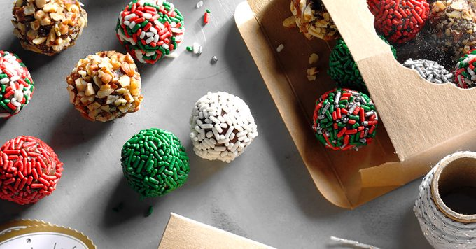 Box spilling over with sprinkled truffles