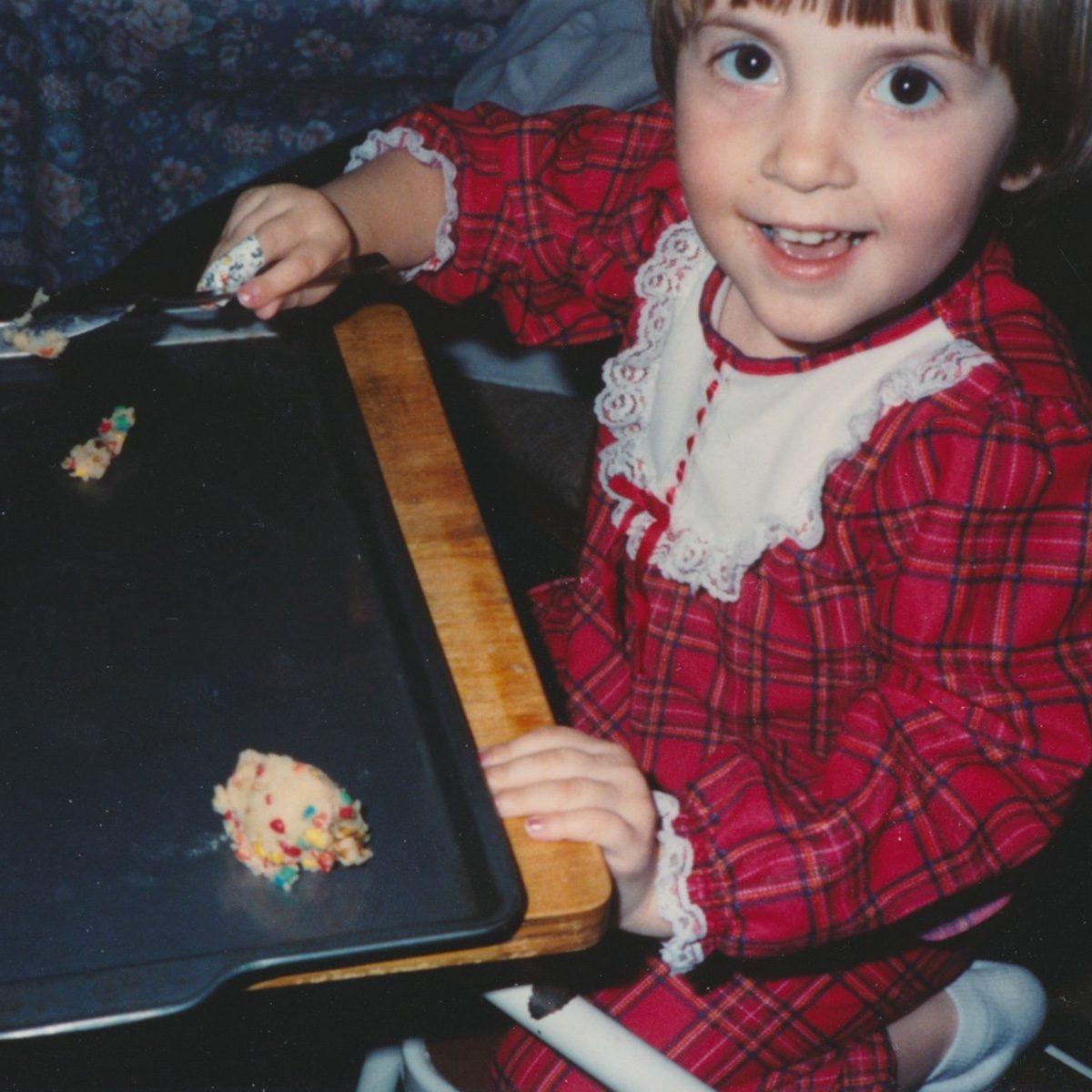 Sweet child making cookies