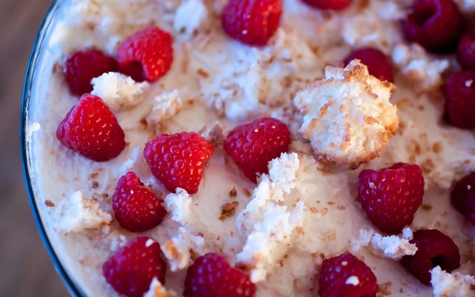 Coconut macaron topping - how to make trifle