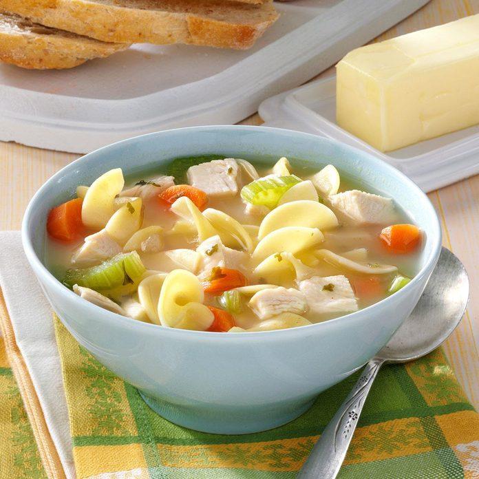 30 Minute Chicken Noodle Soup Exps47480 Hs2776880a05 30 4bc Rms 4
