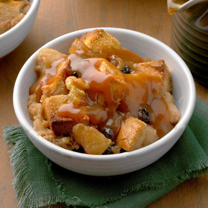 Apple Bread Pudding With Caramel Sauce Exps Tohca20 49270 B02 13 5b 2