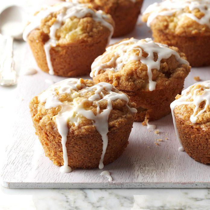 Apple Streusel Muffins Exps Cwfm17 31138 C10 11 5b 3