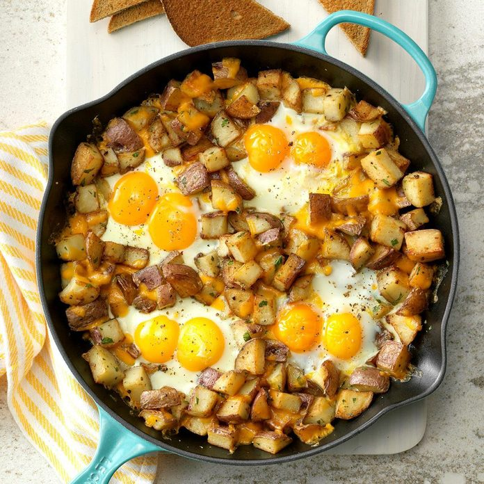 Baked Cheddar Eggs Potatoes Exps Cwfm19 134913 C10 12 5b 6
