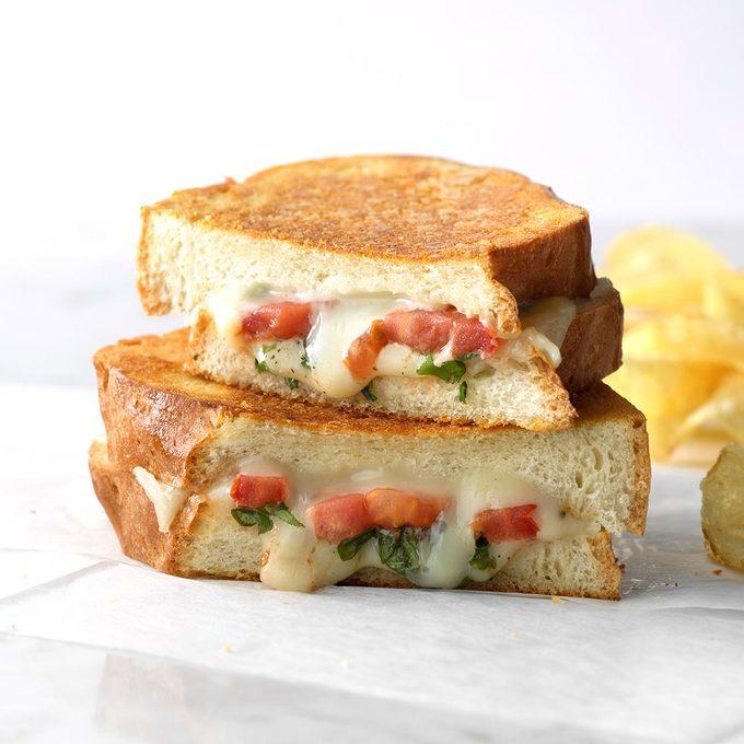 Basil Tomato Grilled Cheese Exps Sdas18 36113 C03 28  12b 5