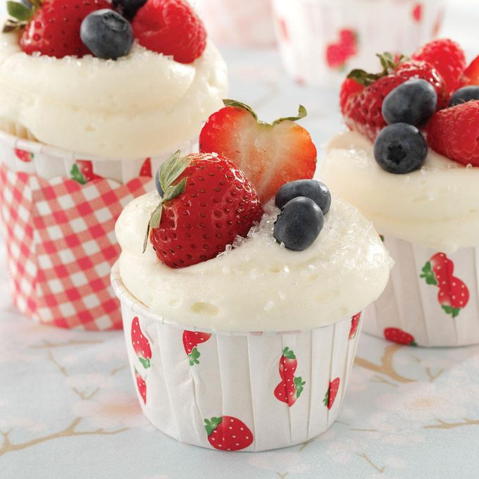 Berry Topped White Cupcakes Exps36497 Cc2919384c09 20 4bc Rms 2