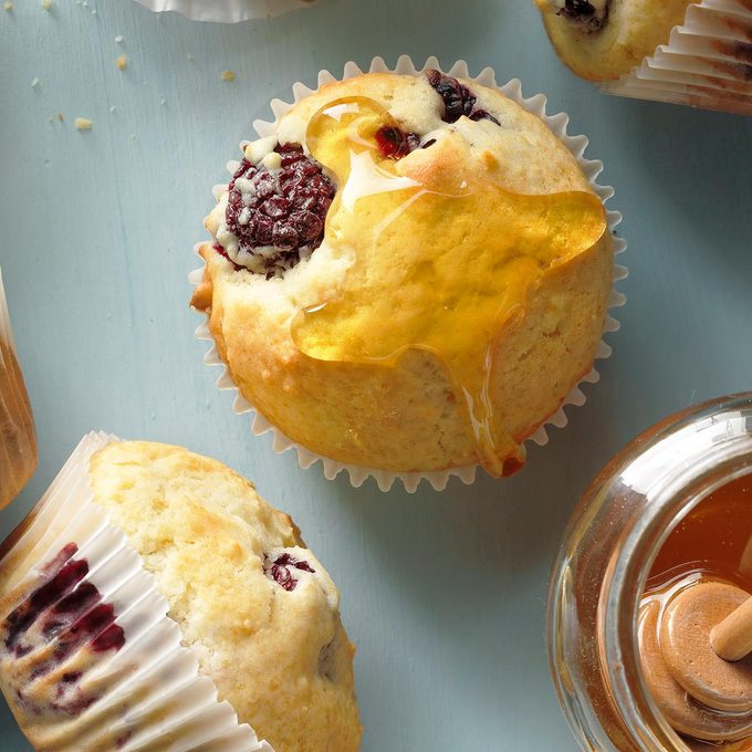 Blackberry Fruit Muffins Exps Thsum18 33419 B02 02 4b