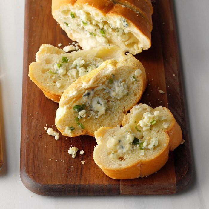 Blue Cheese Garlic Bread Exps Chmz19 20019 B10 31 6b 5