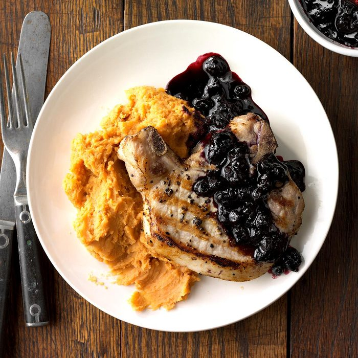 Blueberry Chops With Cinnamon Sweet Potatoes Exps Sdfm18 206302 C10 05 8b 4