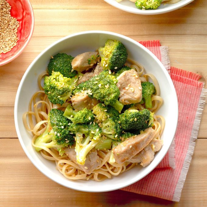 Broccoli Pork Stir Fry With Noodles Exps Thfm18 200032 B09 14 4b 6