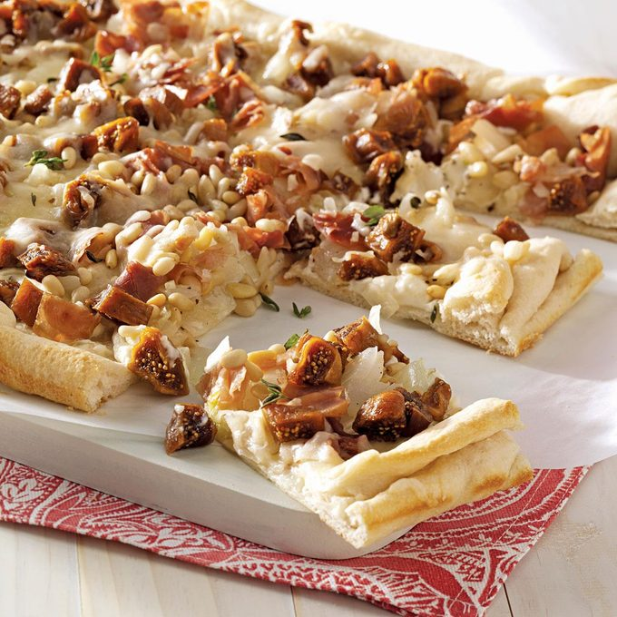 Caramelized Onion Fig Pizza Exps50212 Thca2180111a01 10 2bc Rms 2