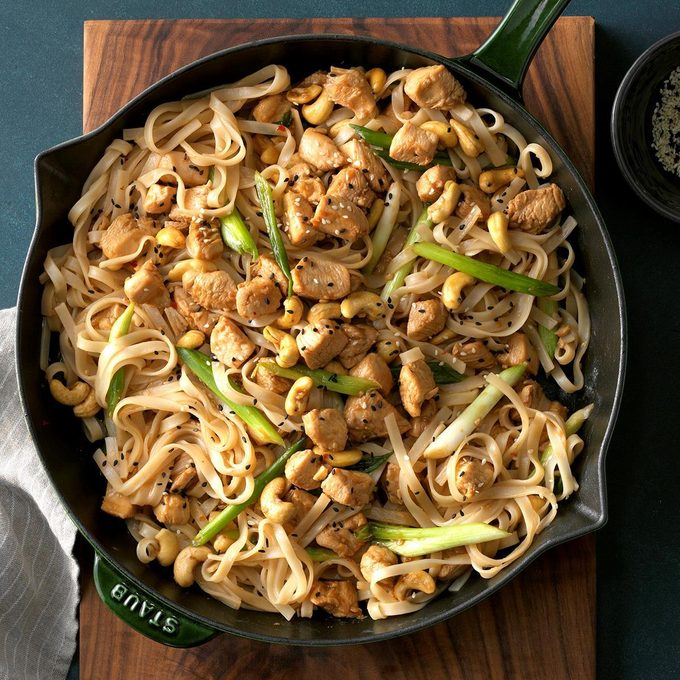 Cashew Chicken With Noodles Exps Chbz19 122361 C10 24 9b 4