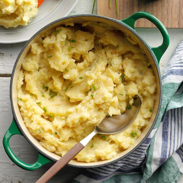 Celeriac Garlic Mashed Potatoes Exps Ciw19 86219 B09 06 3b