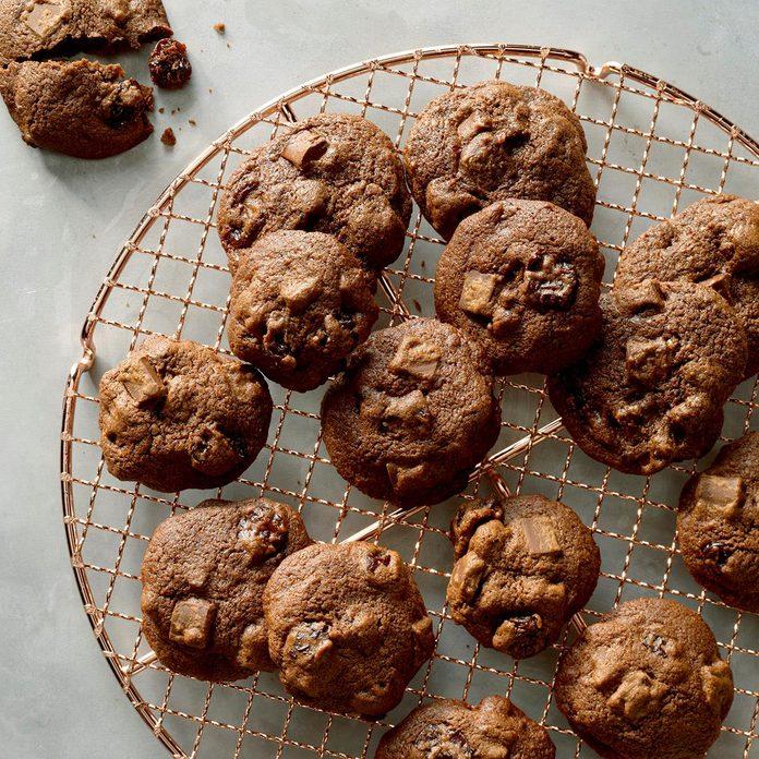 Cherry Chocolate Chunk Cookies Exps Ucsbz17 34669 B05 05 4b 1