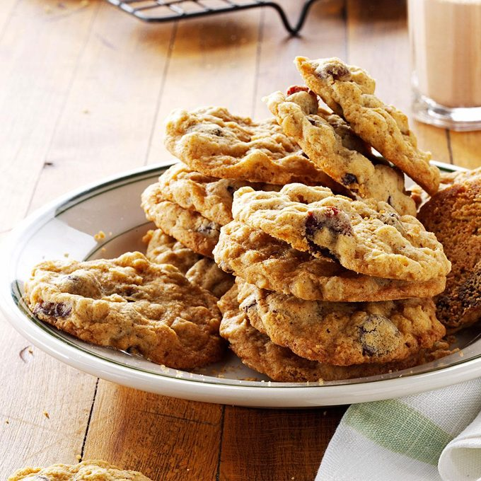 Cherry Chocolate Oatmeal Cookies Exps171576 Th132767a05 01 5bc Rms 3