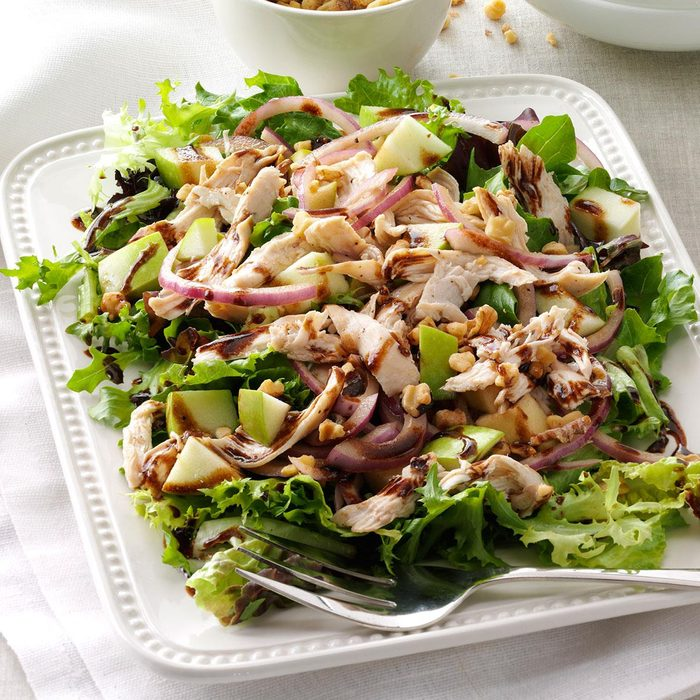 Chicken Apple Salad With Greens Exps105290 Sd132778b04 16 2b Rms