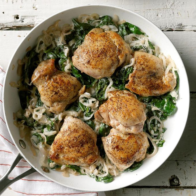 Chicken Thighs With Shallots Spinach Exps Sdam19 45682 C12 12 4b 21