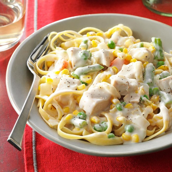 Chicken Vegetable Fettuccine Exps177496 Fm143298d03 14 1bc Rms