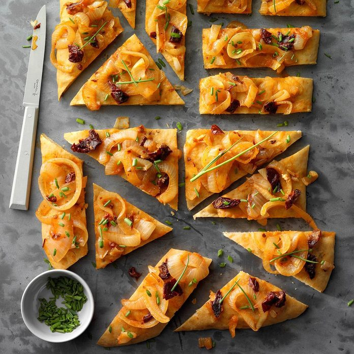 Chipotle Focaccia With Garlic Onion Topping Exps Fbmz19 86649 E05 02 2b 3