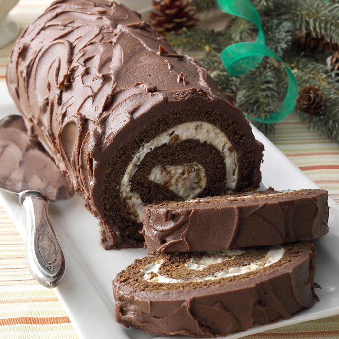 Chocolate Cake Roll With Praline Filling Exps152977 Thca2916394d11 12 8bc Rms 3