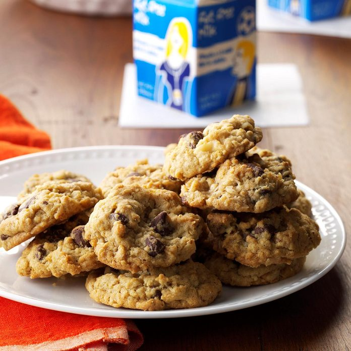 Chocolate Chip Oatmeal Cookies Exps Mrr16 33121 A09 01 01b 15