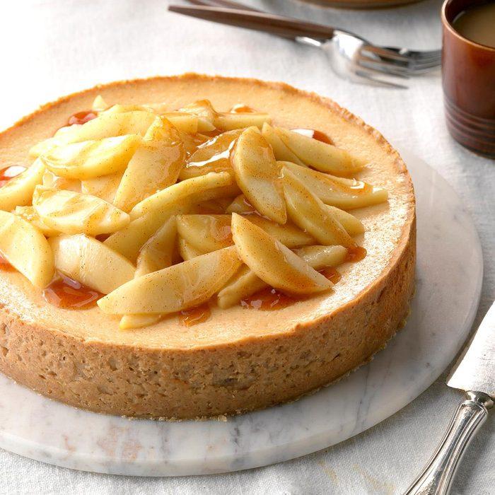 Cinnamon Apple Cheesecake