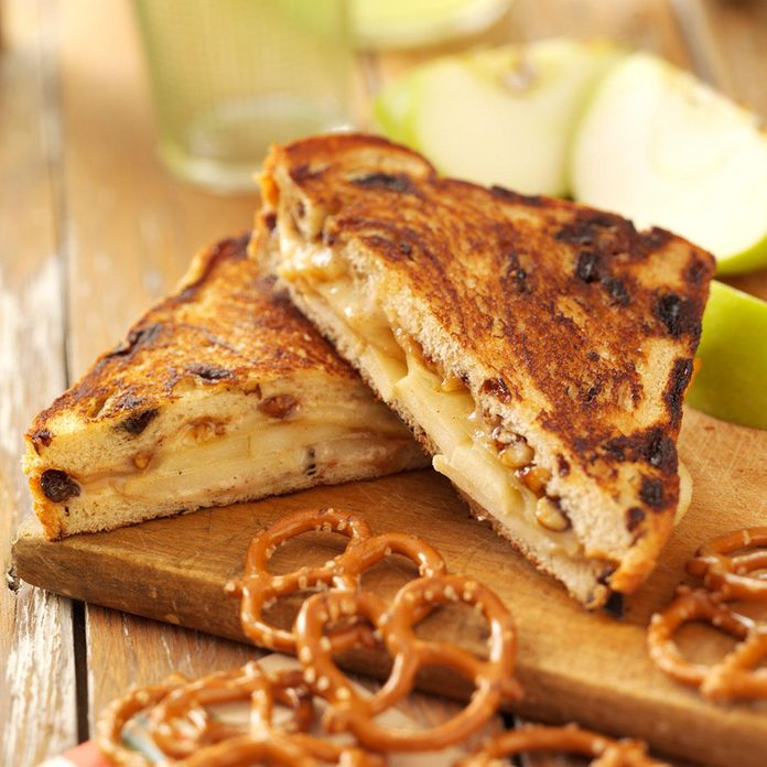 Cinnamon-Apple Grilled Cheese