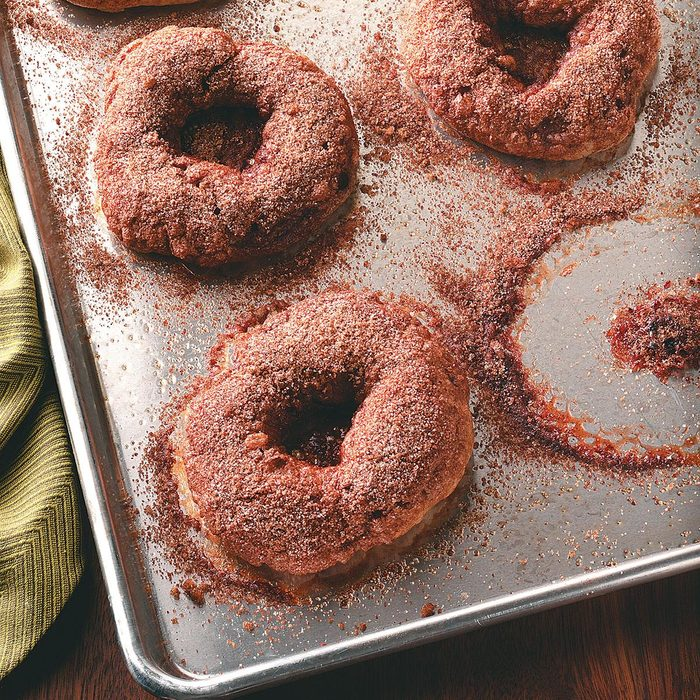 Cinnamon Bagels With Crunchy Topping Exps50381 Thhc1997841b07 20 2bc Rms 13