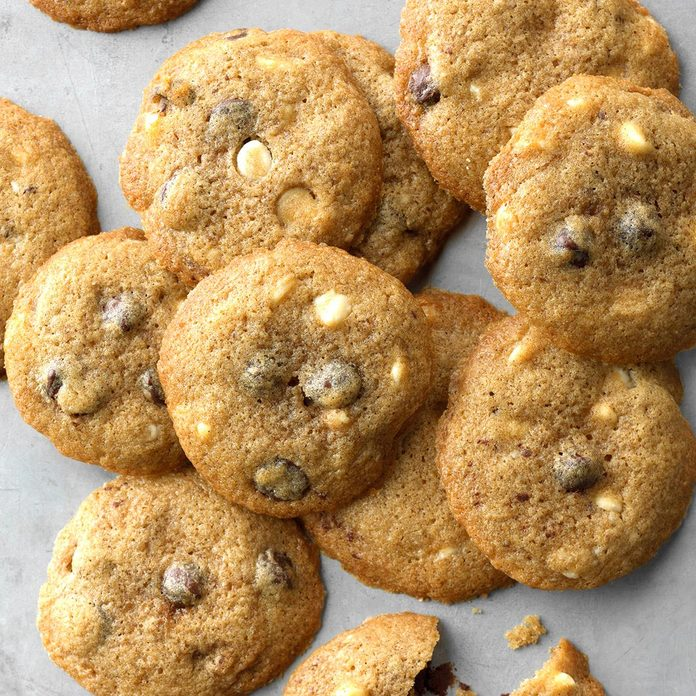 Cinnamon White Dark Chocolate Chip Cookies Exps Thca18 180276 C01 05 4b 3