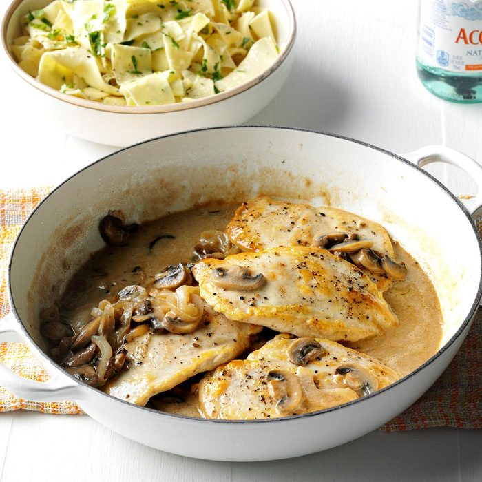 Contest Winning Chicken With Mushroom Sauce Exps Sdon16 24891 D06 08 1b 6
