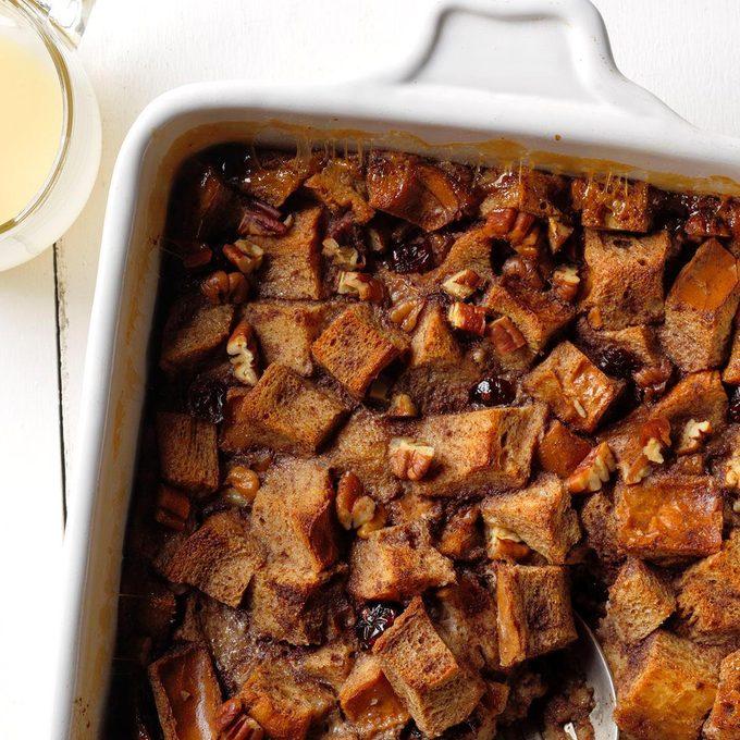 Cranberry Amaretto Bread Pudding Exps Tcbbz18 188544 B05 04 4b 7