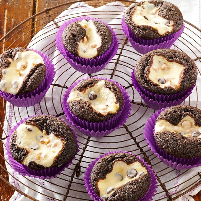 Cream Cheese Chocolate Cupcakes Exps19753 Rds2447887d10 26 7bc Rms 1