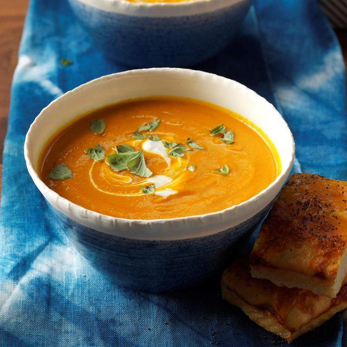 Creamy Carrot Tomato Soup Exps Thfm17 166607 C09 28 2b 10