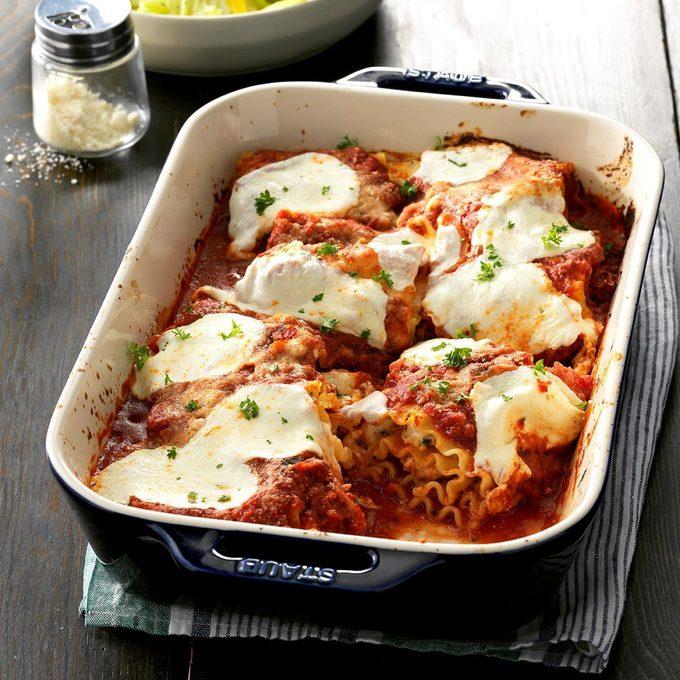 Creamy Chicken Lasagna Roll Ups Exps Chmz19 132669 C10 25 4b 2