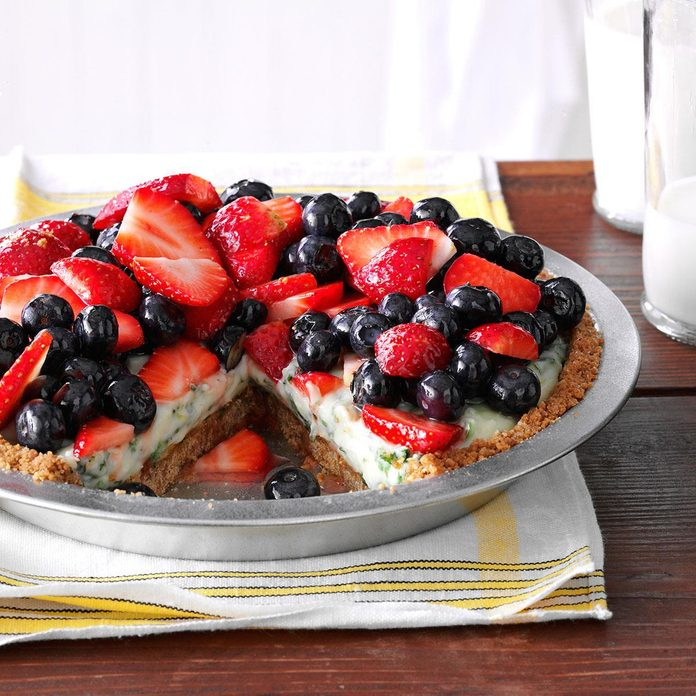 Creamy Lime Pie With Fresh Berries Exps149622 Th143192d02 07 4bc Rms 2