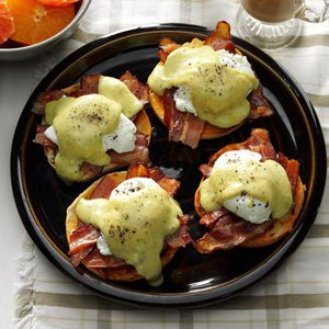 Creamy Pesto 'n Bacon Eggs Benedict