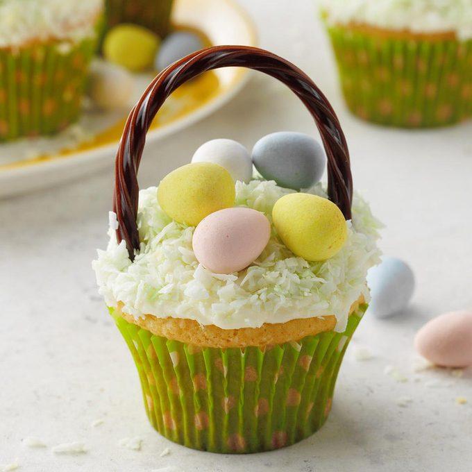 Cupcake Easter Baskets Exps Hca20 20352 E03 13 4b 2