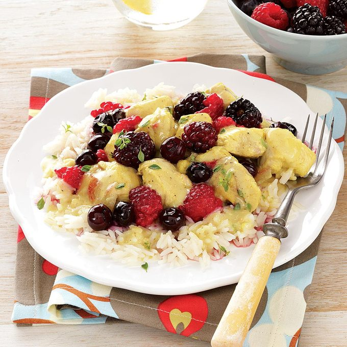 Curry Chicken With Mixed Berries Exps44014 Wcw2376965a03 16 1b Rms