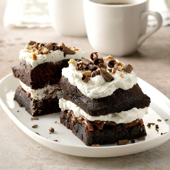 Dark Chocolate Pecan Cake Exps Cf2bz19 35296 C12 18 3b 4
