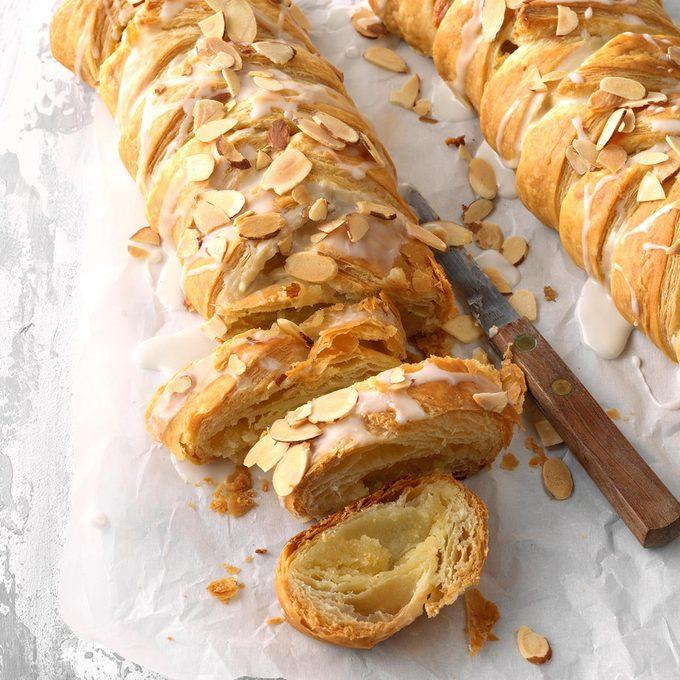Delicious Almond Braids Exps Fbmz18 110538 C05 08 6b 4