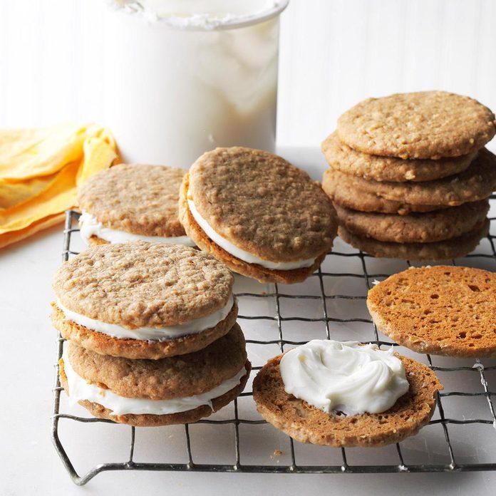 Easy Oatmeal Cream Pies Exps Cbz16 178297 D04 26 4b 5